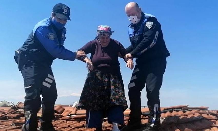 Bursa'da 78 yaşındaki kadını çatıda gören polis...