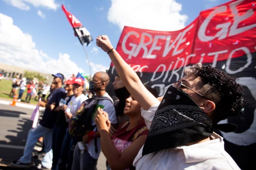 Brezilya'da öğrenciler sokağa indi