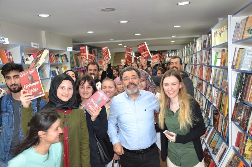 Balıkesir'de Ahmet Ümit izdihamı