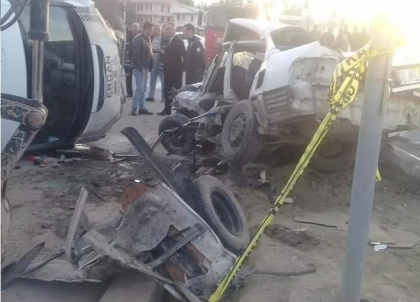 Otomobille minibüs çarpıştı: 1 ölü, 1 yaralı