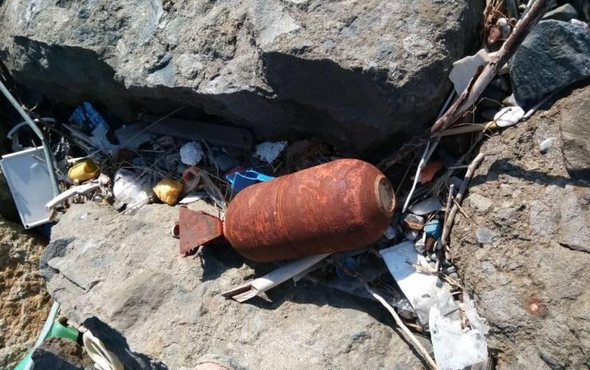 Deniz kenarında bulunan cisim patlatıldı