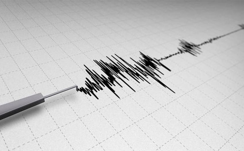 İzmir'de sabaha karşı korkutan deprem