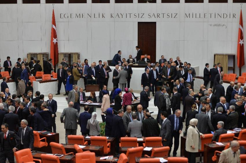 Anayasa değişiklik teklifi görüşmelerinin ilk turu tamamlandı