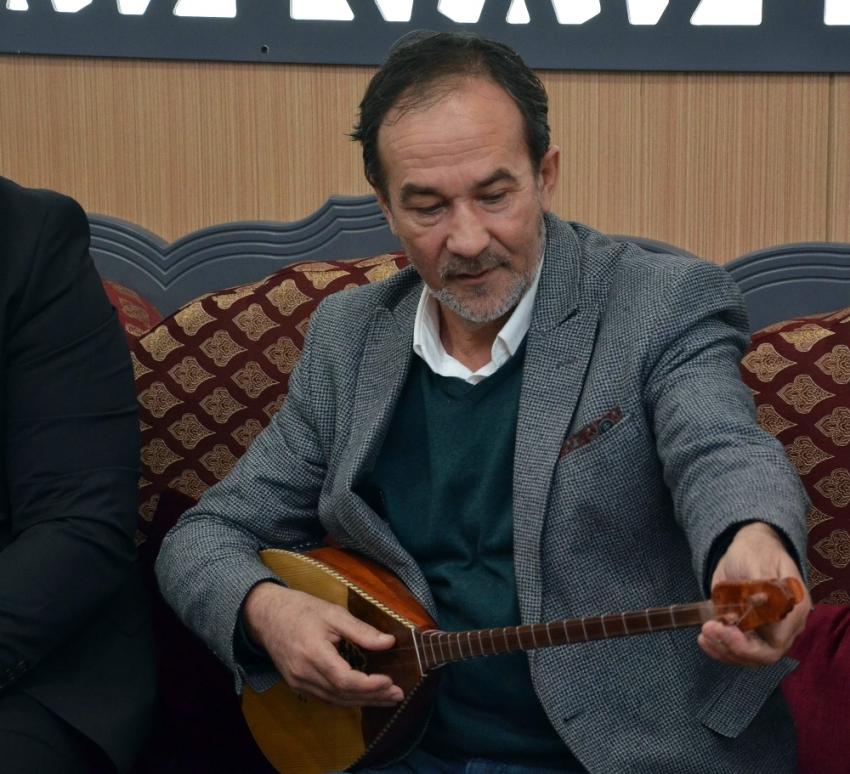 Sultanbekov Türkiye için yazdığı şarkıyı ilk kez okudu