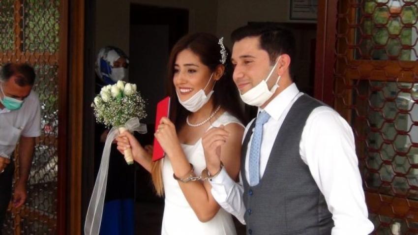 Bursa'da kelepçeli nikah