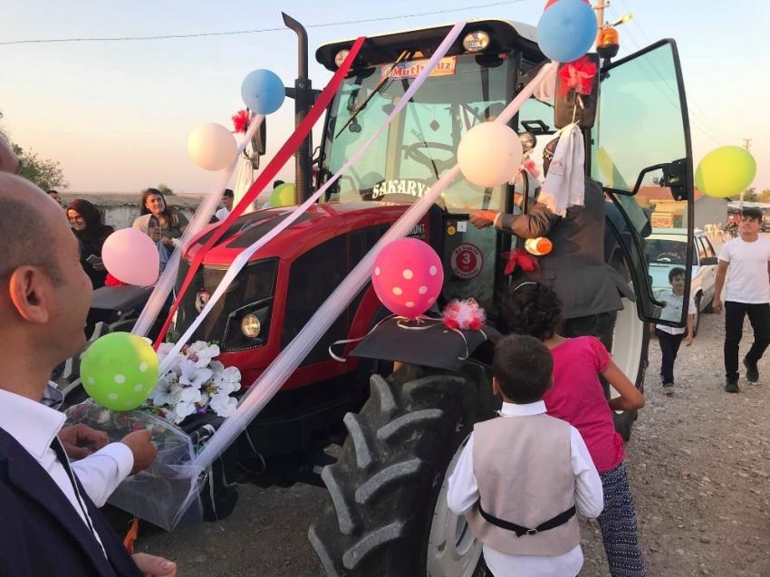 O traktör bu kez 'gelin arabası' oldu