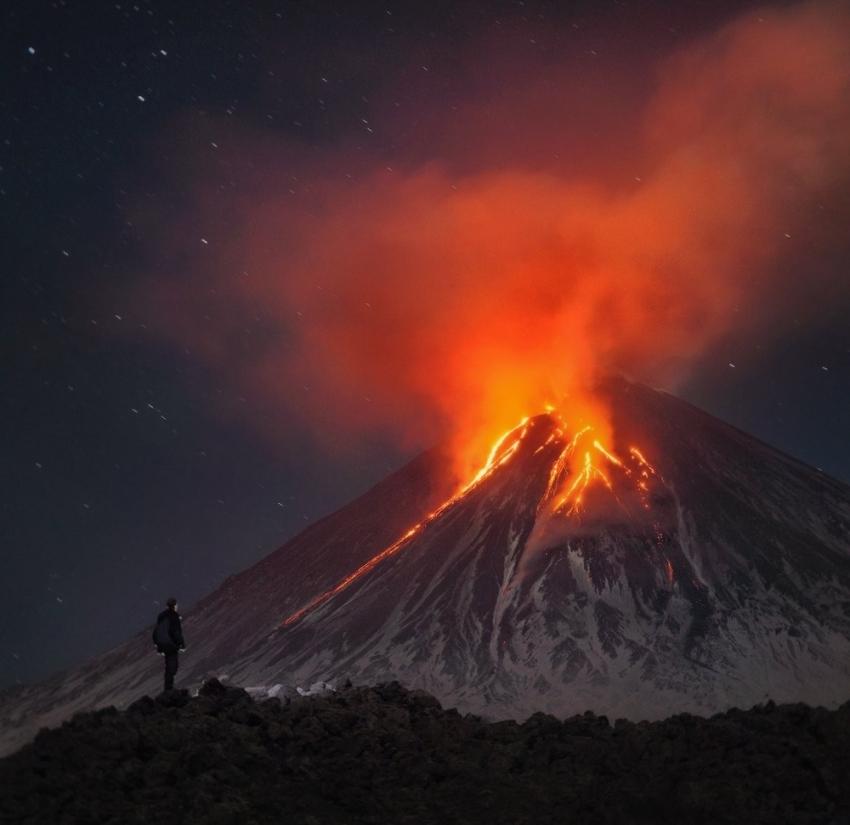 Avrasya'nın en aktif yanardağı 3 yıl aradan sonra lav püskürtmeye başladı