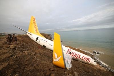 """Bakanlık: """"Uçak kazası havalimanı kaynaklı değil"""""""