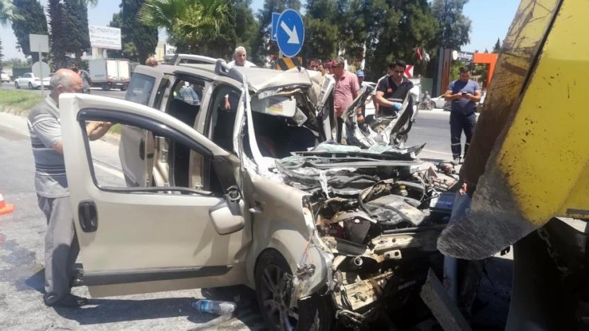 İzmir'de feci kaza: 1 kişi öldü, hamile kadın ağır yaralı