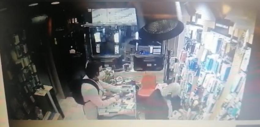 """""""Esnafın kabusu"""" Cezayirli telefon hırsızı yakalandı"""