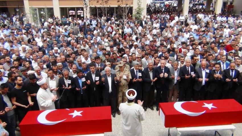Şehit işçiler gözyaşları arasında toprağa verildi