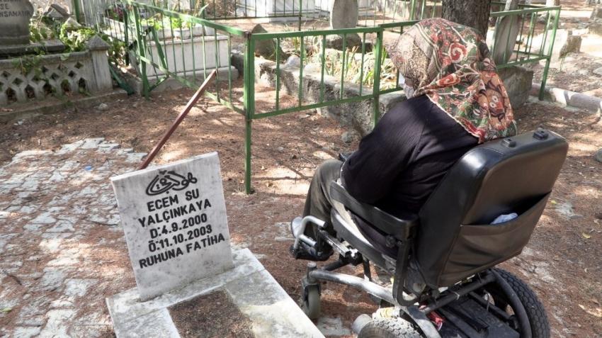 Yürüme engelli anne 17 yıl sonra kızının kabrine gidebildi