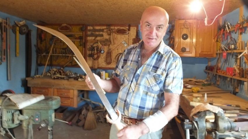Antikacıya kızdı kılıç ustası oldu