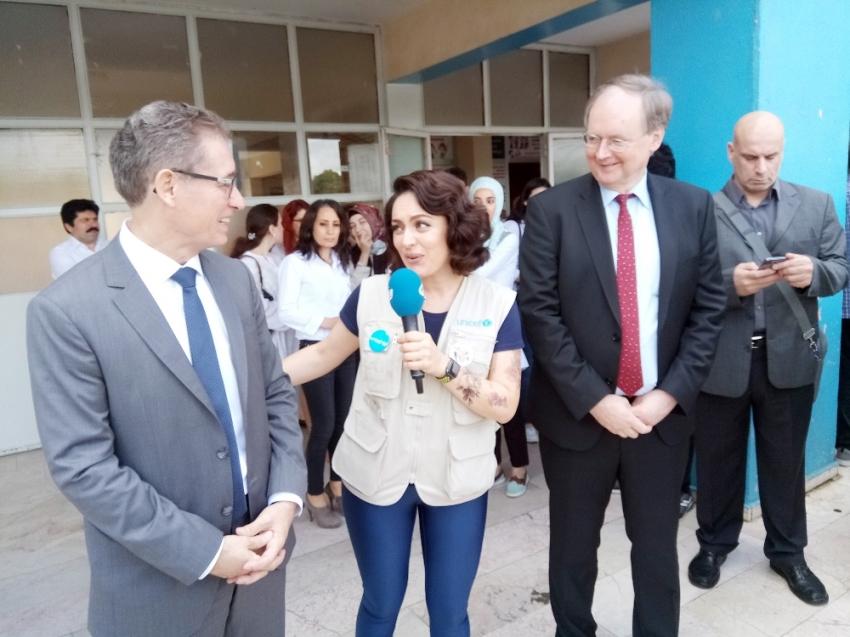 Ezgi Mola mülteci çocukların eğitim gördüğü okulu ziyaret etti