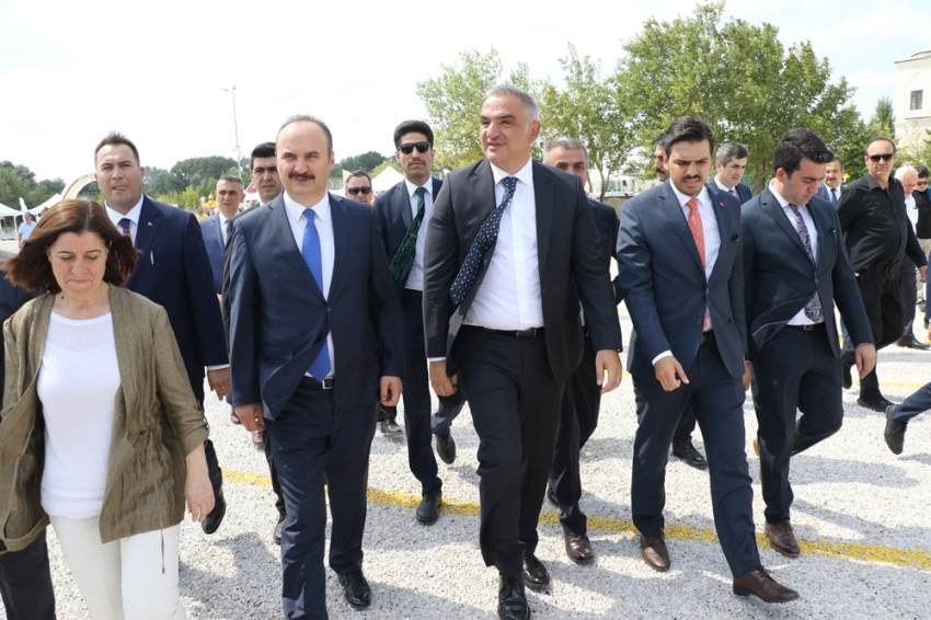 Bakan Ersoy Kapıkule'de incelemelerde bulundu