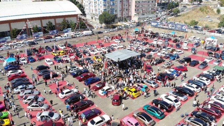 Kartal'da Modifiyeli Araç Festivali renkli görüntülere sahne oldu