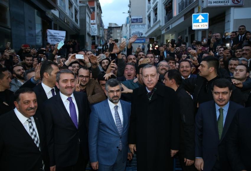 Erdoğan, Sultanbeyli Belediyesini ziyaret etti