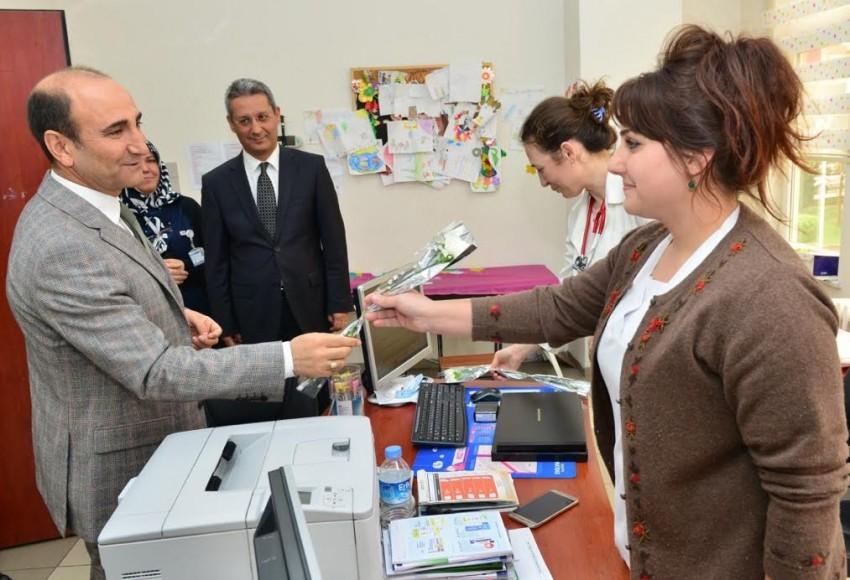 Başkan Edebali'den sağlık çalışanlarına ziyaret