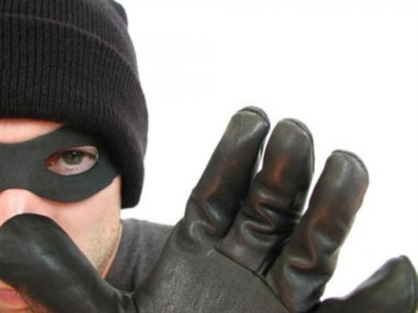 Hırsızlar uğraştı ama...