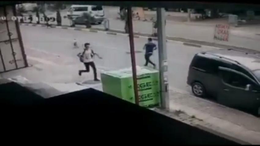 Antalya'da okula giden iki öğrenciye sokak köpekleri saldırdı