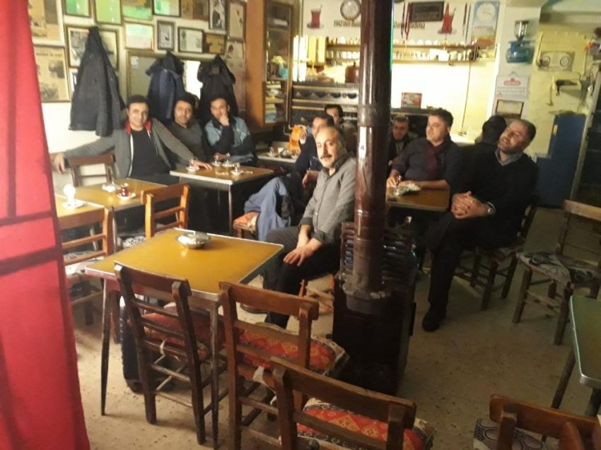 Kahvede Hacivat-Karagöz oyunu