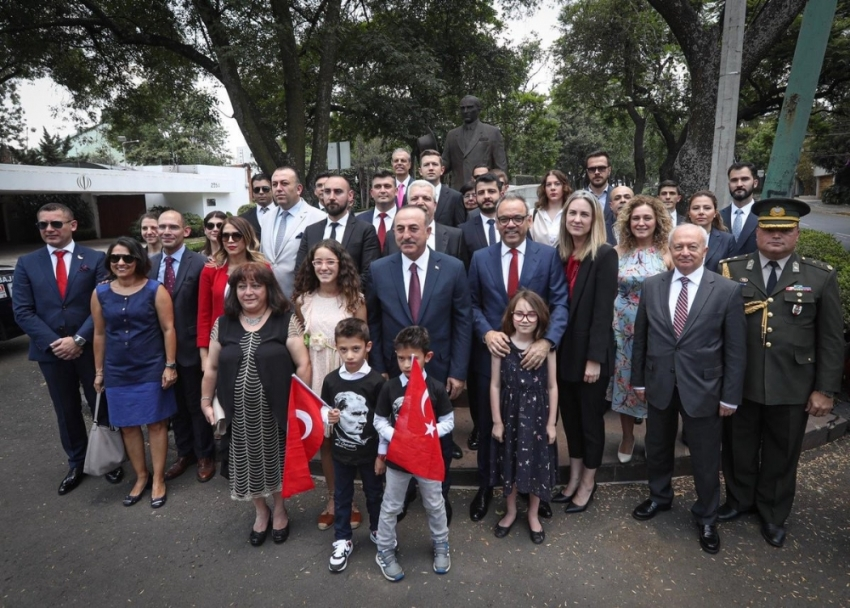 Bakan Çavuşoğlu, Meksika'da Türklerle bir araya geldi
