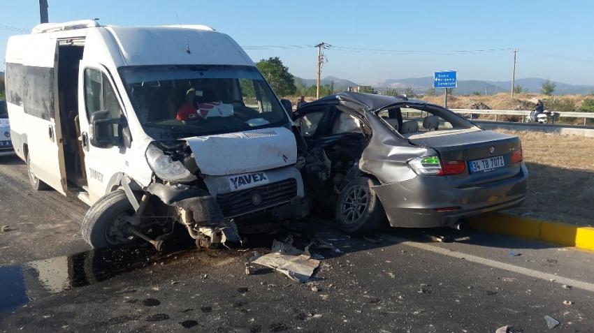 Kırkağaç'ta işçi midibüsü otomobil ile çarpıştı: 6 yaralı