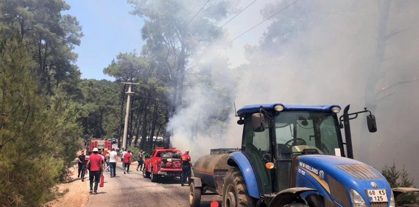 Alev alan araç az daha orman yangınına neden oluyordu