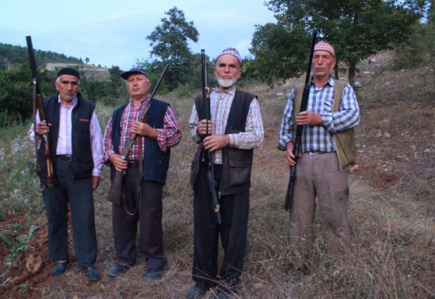 Bursa'da silahla domuz nöbeti