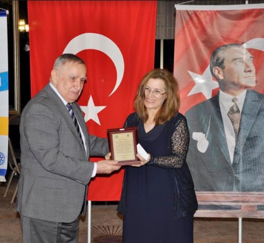 İnegöl'de yılın doktoru Uzm. Dr. Ayvacıoğlu oldu