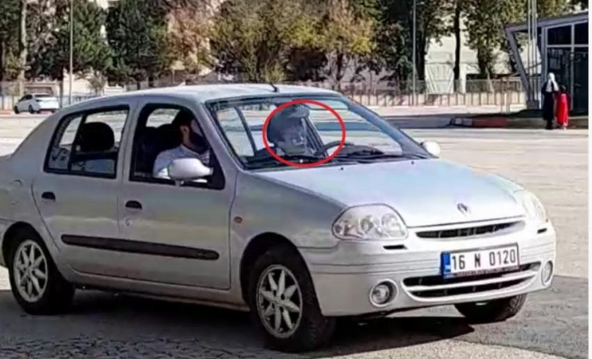 Bursa'da 14 yaşındaki çocuğun, yanında babasıyla otomobil kullanma anı kamerada
