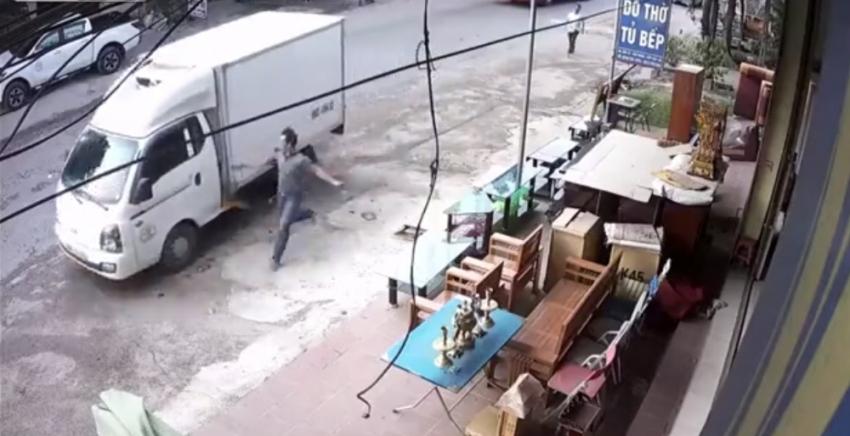 El freni çekilmeyen kamyonet korkuttu