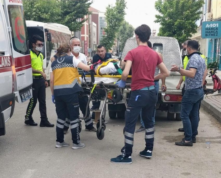 Bursa'da elektrikli bisiklet kamyonete çarptı