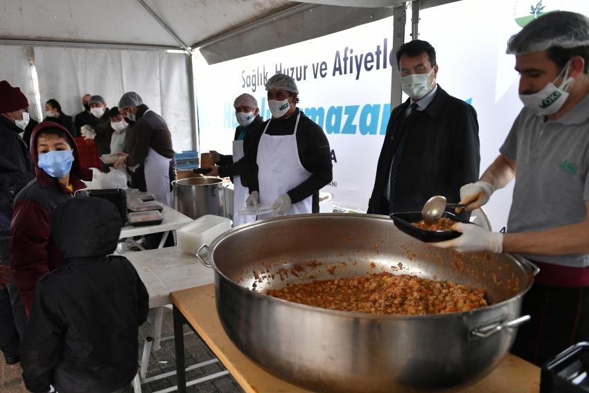 Osmangazi Belediyesi'nden günlük 2 Bin 500 kişiye sıcak iftar yemeği