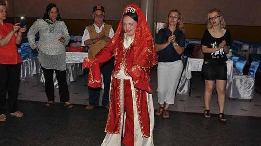 Engelli genç kız hayali damatla evlendi