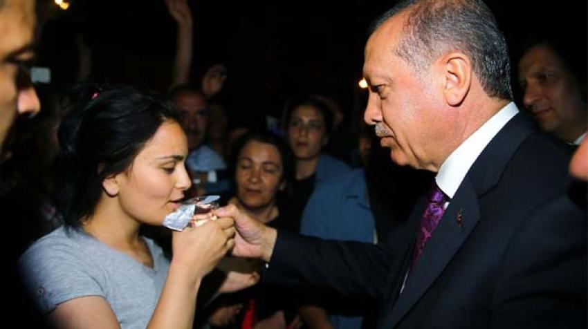 Erdoğan elleriyle su içirdi