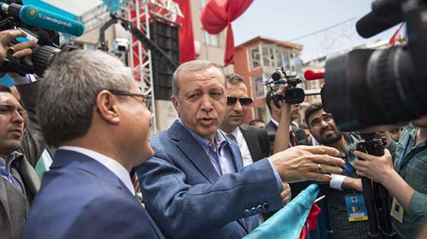 Erdoğan mitingi bırakıp bakın kimin yanına gitti