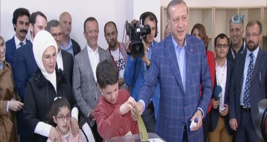 Erdoğan: Türkiye sandıklar açılınca geleceğe yürüyecektir