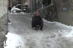 Erzurumluların buzla imtihanı