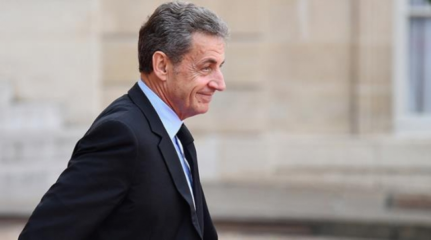 Sarkozy'e, 3 yıl hapis cezası verildi