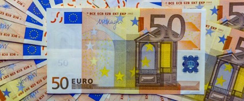 Euro 3 lirayı aştı