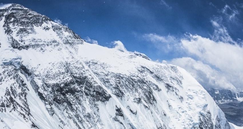 Everest'e tırmanmaya çalışan dağcı hayatını kaybetti