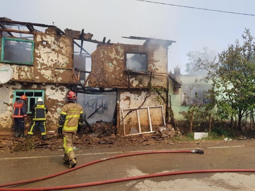 İnegöl Belediye Başkanı yangınzedelere yardım eli uzattı