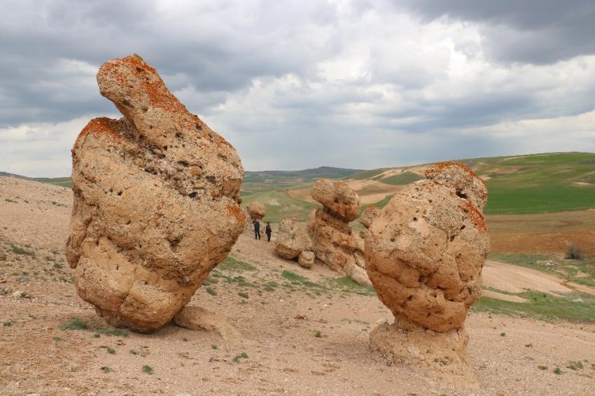 Sivas'ta dikkat çeken kayalar