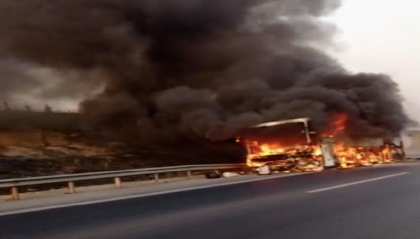 0toyol üzerinde otobüs alev alev yandı