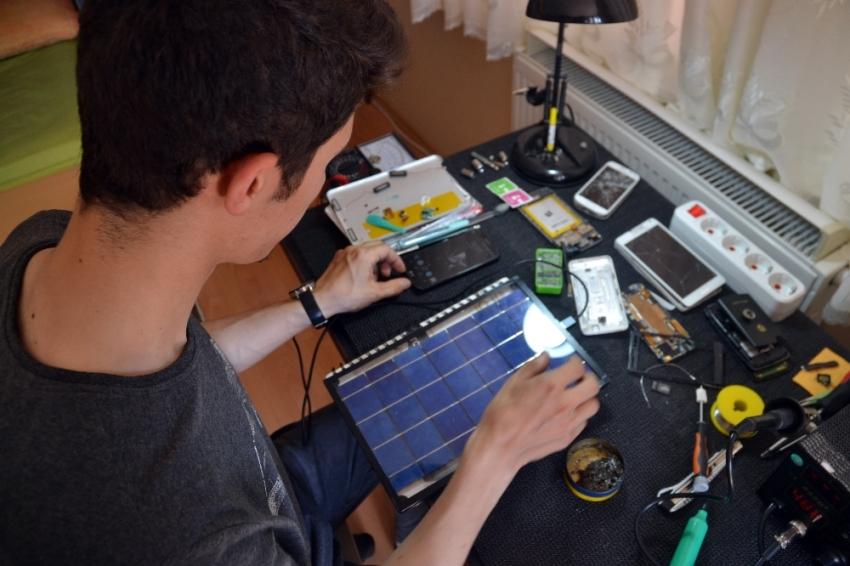 Üniversite öğrencisi portatif şarj cihazı yaptı