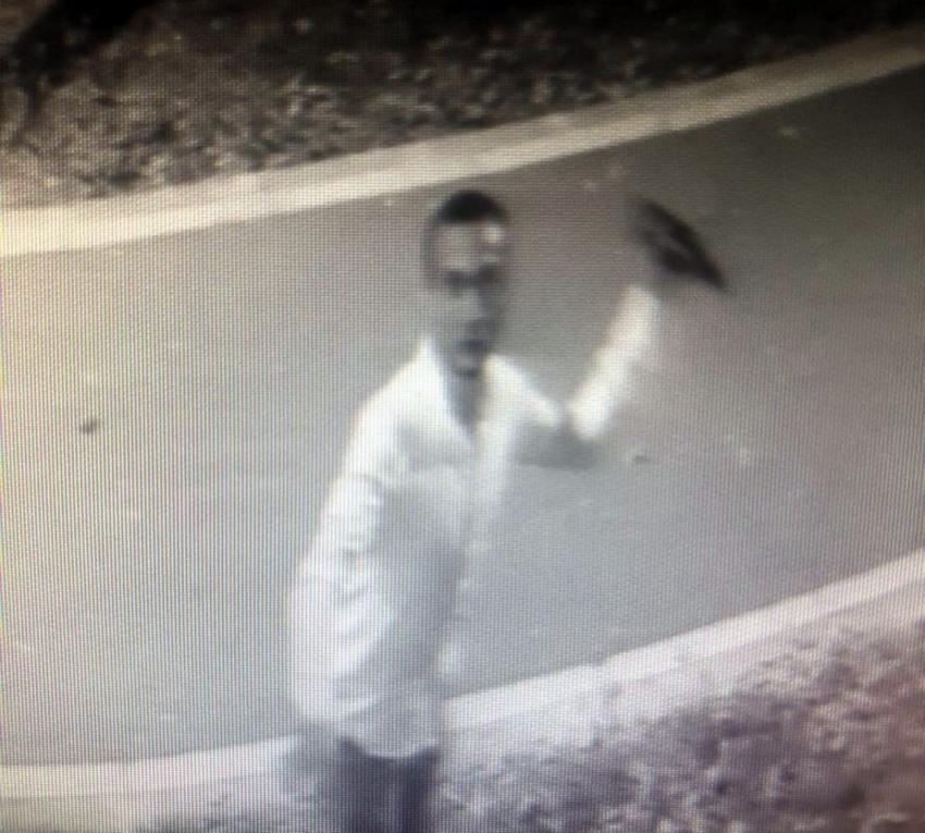 Güvenlik kamerasına içki şişesi fırlatan şahıs gözaltına alındı
