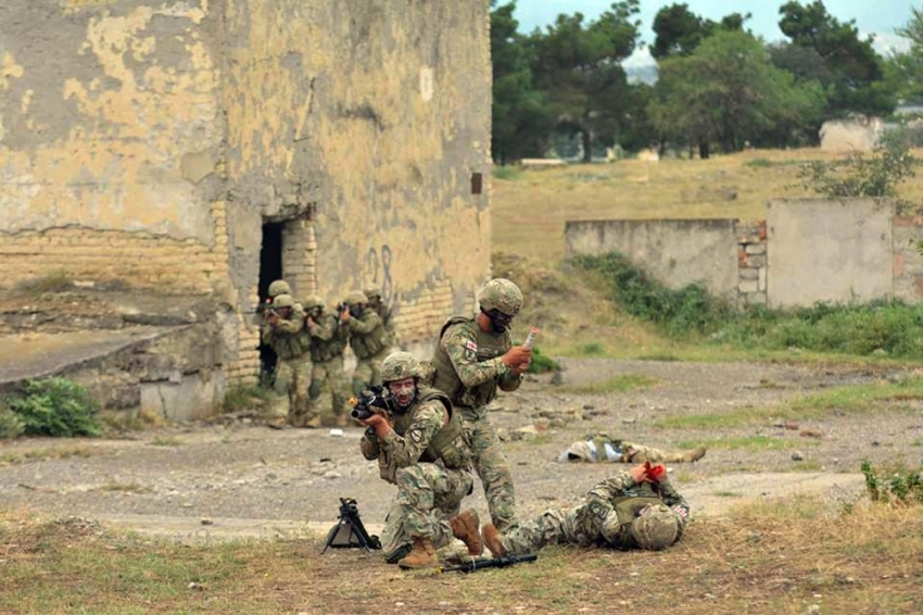 Gürcistan'daki askeri tatbikat sürüyor