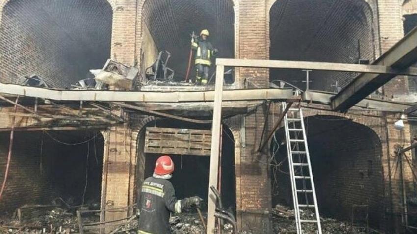 Tarihi kapalı çarşıda yangın çıktı