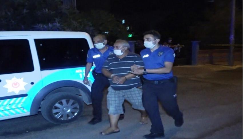 Evinin balkonundan sokaktaki kayınbiraderini vurdu